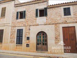 Stadthaus mit Patio in Santanyí zum Verkauf