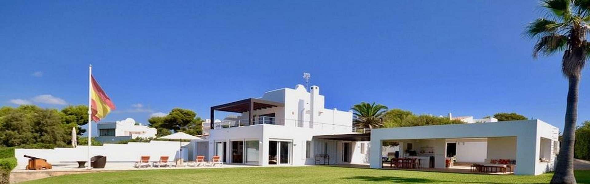 Villa in 1. Meereslinie in Cala d'Or/Cala Egos