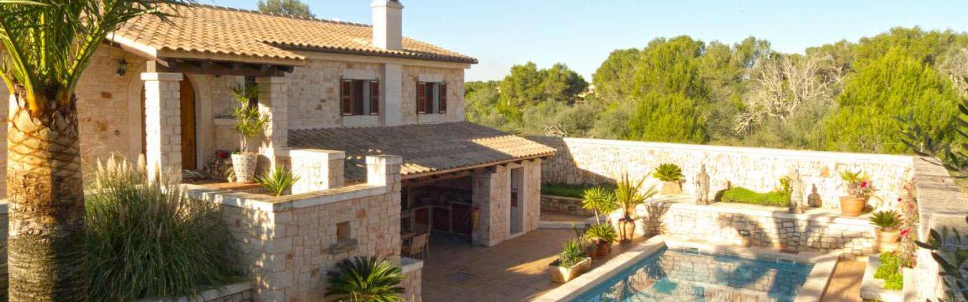 Cala Santanyi - Fincastil-Immobilie in schöner Lage