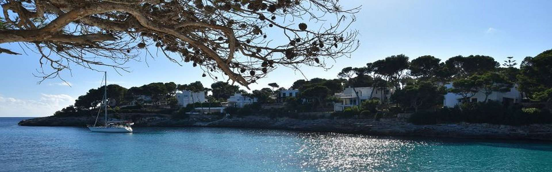 Baugrundstück in erster Meereslinie und Strandzugang in Cala d'Or