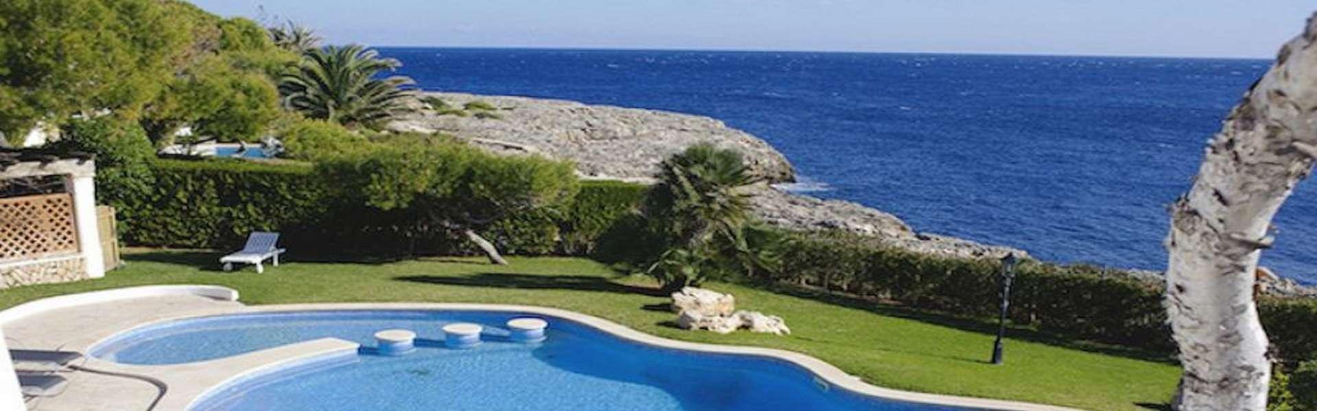 Villa in 1. Linie in Cala d'Or mit Ferienvermietungslizenz